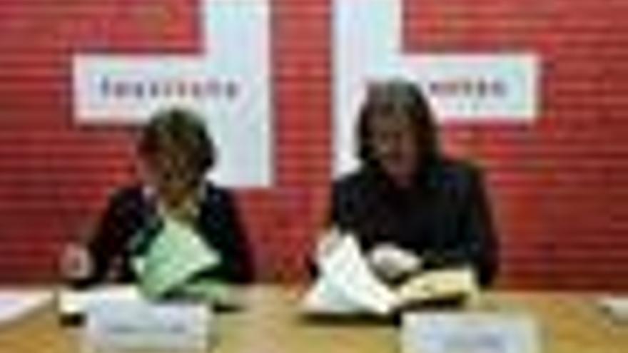 La directora del Instituto Cervantes, Carmen Caffarel, y el presidente de la Soc