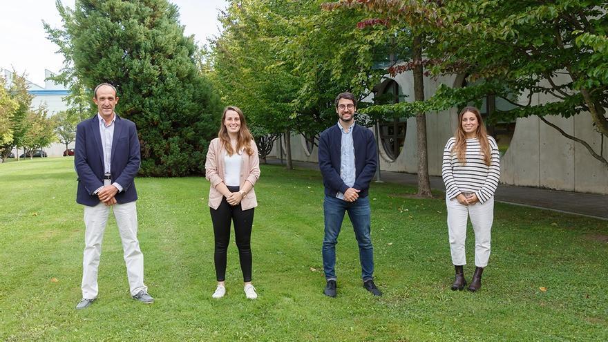 De izquierda a derecha, David Astrain Ulibarrena, Leyre Catalán Ros, Miguel Araiz Vega y Patricia Alegría Cía, responsables de un proyecto de la UPNA para vigilancia volcánica autónoma con dispositivos termoeléctricos.