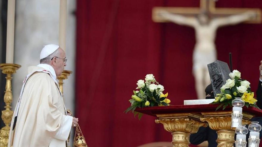 El papa dice que Dios es centro de todo y su sustitución provoca sólo daños