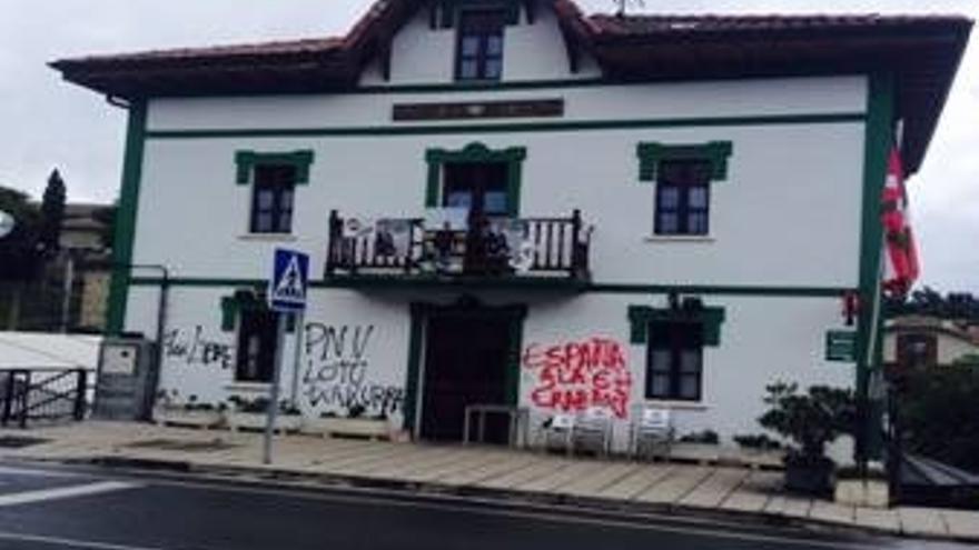 PNV denuncia ataques con pintura contra batzokis de Álava