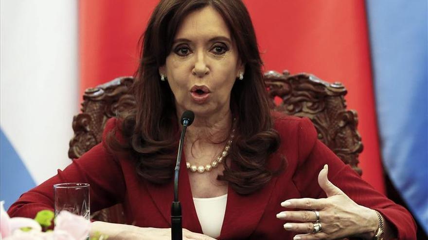 """""""Aloz y petlóleo"""", polémicos tuits de la presidenta argentina en su viaje a China"""