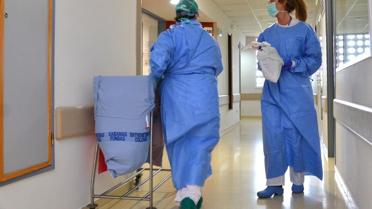 Dos enfermeras.