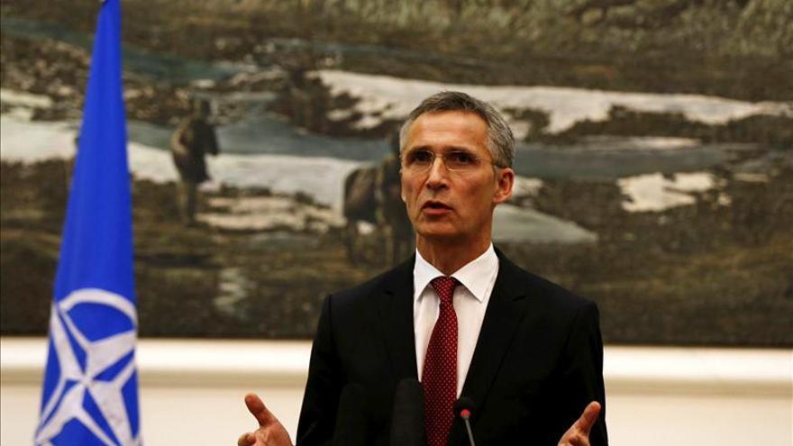 Stoltenberg alerta de recortes en el gasto en defensa mientras Rusia lo aumenta