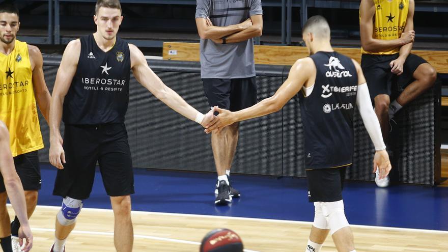 Los jugadores aurinegros, en el entrenamiento previo a la disputa del partido frente al Unicaja Málaga