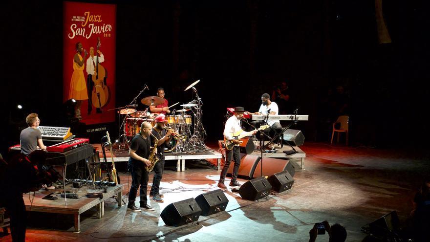 El grupo del bajista al completo en su regreso a  San Javier / GOIO VILLANUEVA