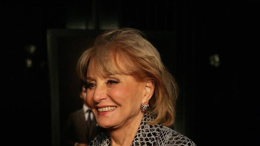 La veterana periodista estadounidense Barbara Walters, hospitalizada por una caída