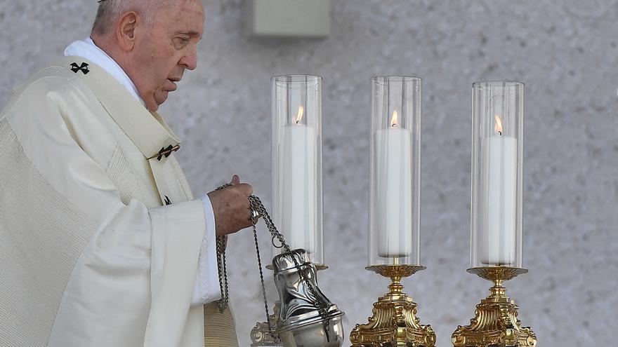 El papa invita a ser solidarios con los necesitados en la misa en Eslovaquia