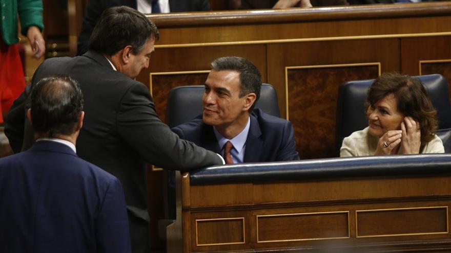 Sánchez afronta su investidura mientras negocia con Podemos y con el jueves como plazo para llegar a un acuerdo