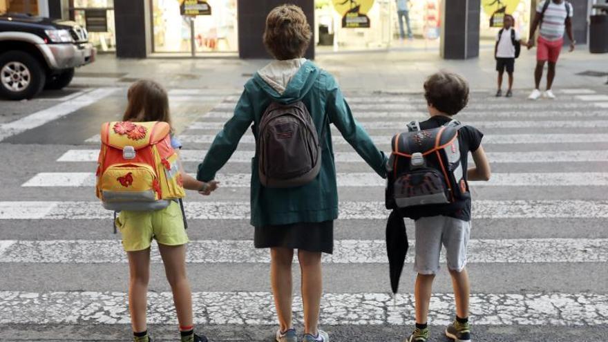 Un tercio de las personas en edad laboral tiene niños o mayores a su cargo