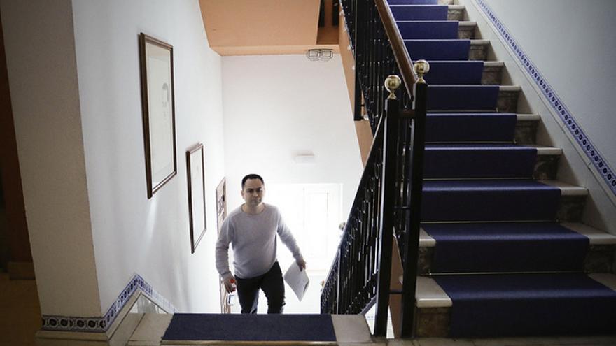 El diputado de Podemos, David Llorente, este lunes en las Cortes de Castilla-La Mancha