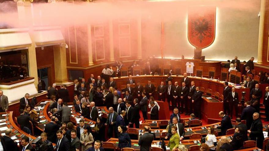Diputados albaneses intentan impedir por la fuerza el nombramiento de una fiscal