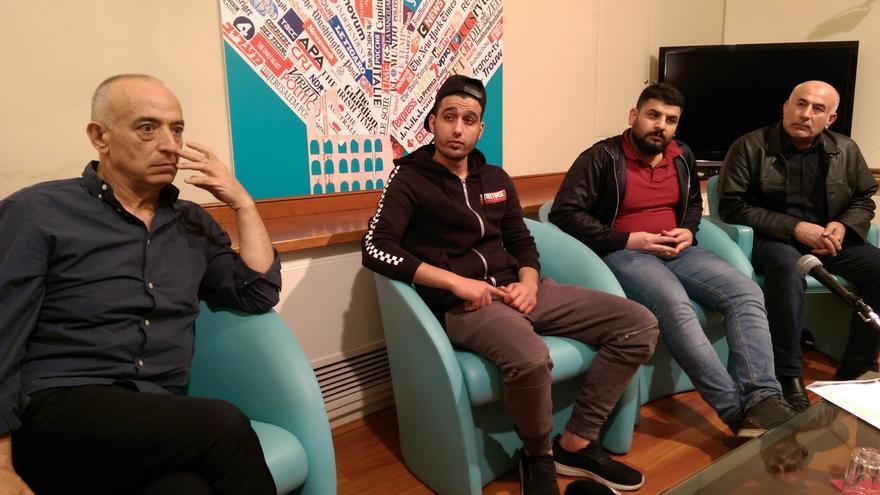 Varios de los familiares de las víctimas en la Asociación de Periodistas Extranjeros de Roma. A la izquierda, Yousef.