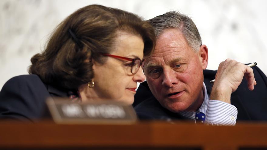 Dianne Feinstein y Richard Burr, vicepresidenta y presidente de la Comisión de Inteligencia del Senado