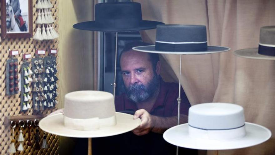 Arte centenario para dar forma y exportar al auténtico sombrero cordobés