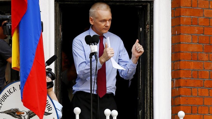Assange estima salir de la Embajada de Ecuador en un año si Suecia abandona el caso