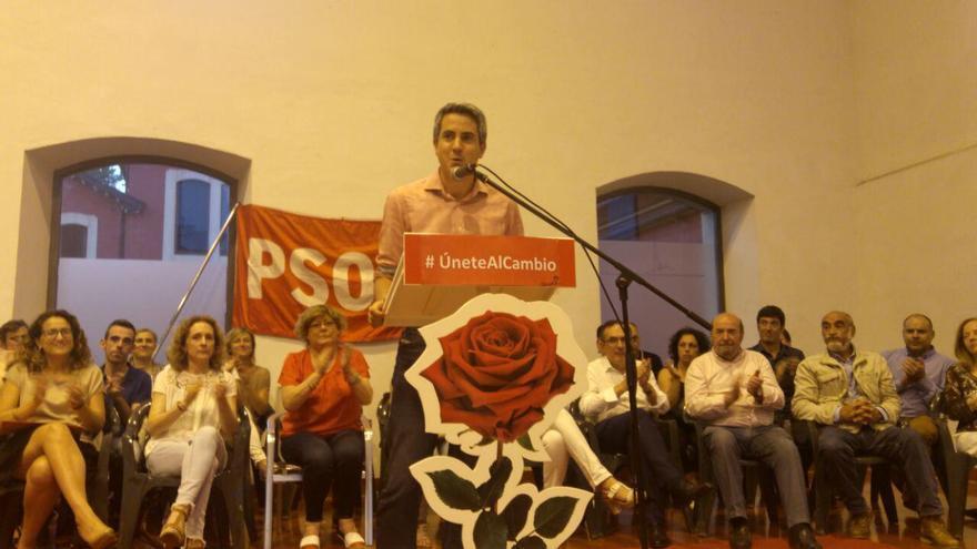 Pablo Zuloaga ha presentado su candidatura en un acto en Torrelavega.