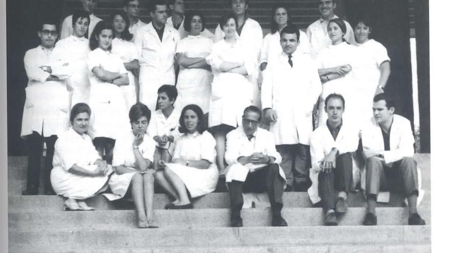 El equipo del Centro de Investigaciones Biológicas en 1968, después de que Salas volviera a España tras investigar en Nueva York junto al Premio Nobel Severo Ochoa.