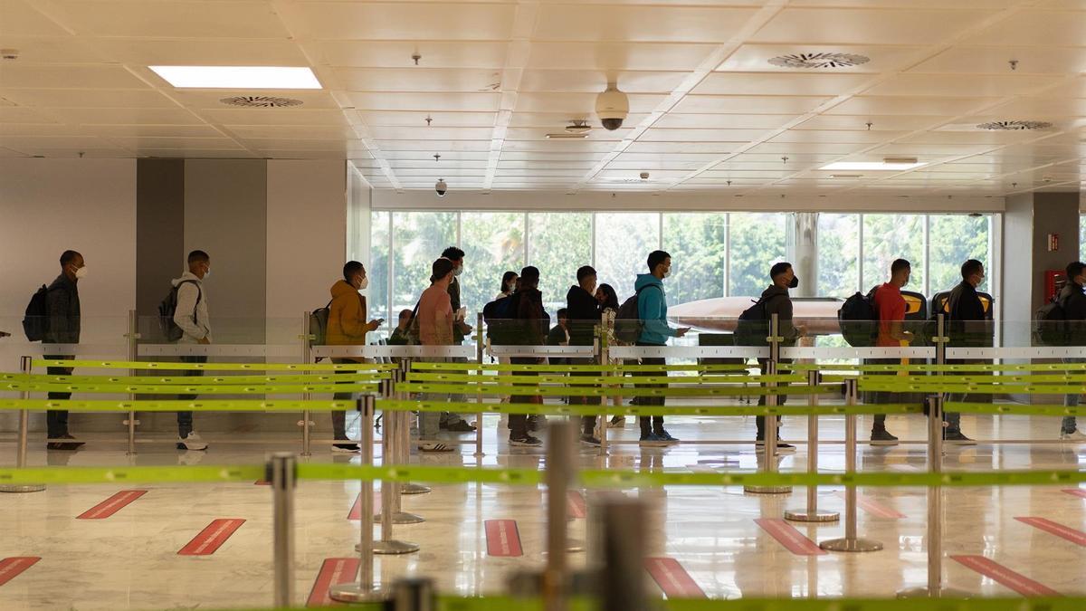 Los 25 migrantes que lograron poner rumbo a la Península desde Tenerife