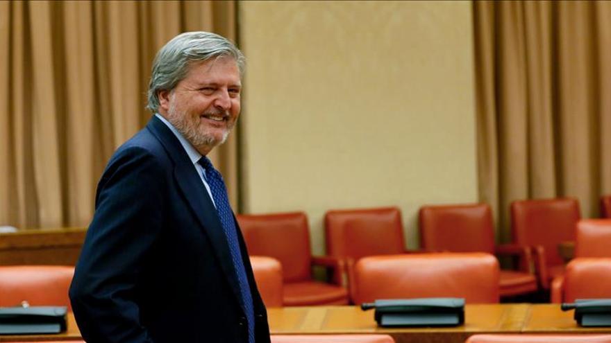 Méndez de Vigo quiere subir el presupuesto de becas y recuperar las ayudas de libros