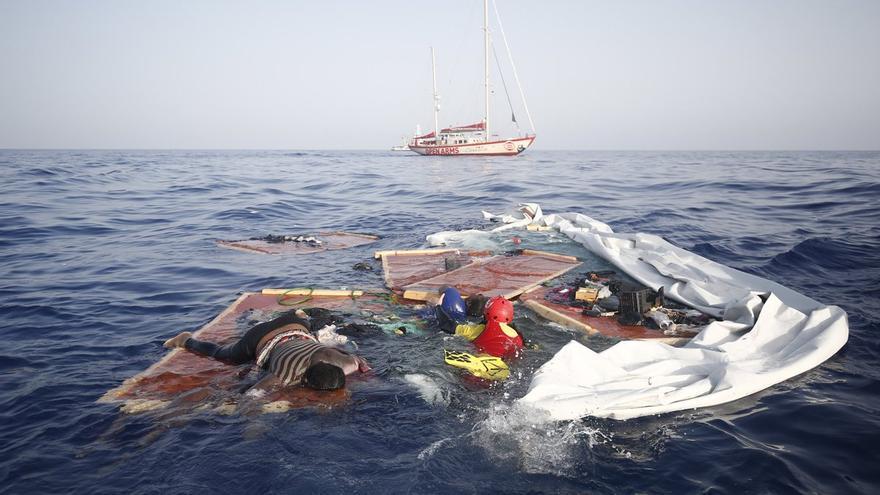 El rescate de dos cuerpos y una supervivientes / FOTO: Proactiva Open Arms