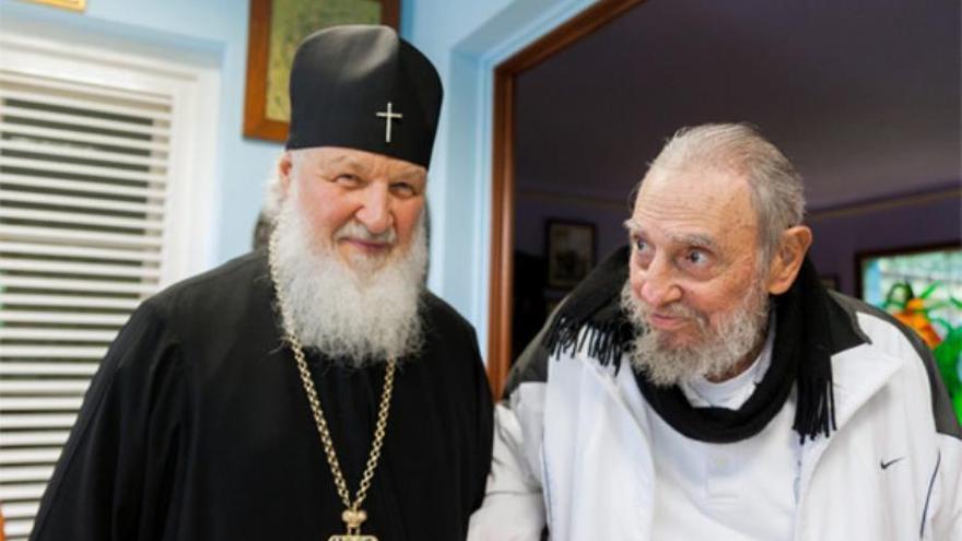 El patriarca ruso Kiril visitó a Fidel Castro en La Habana