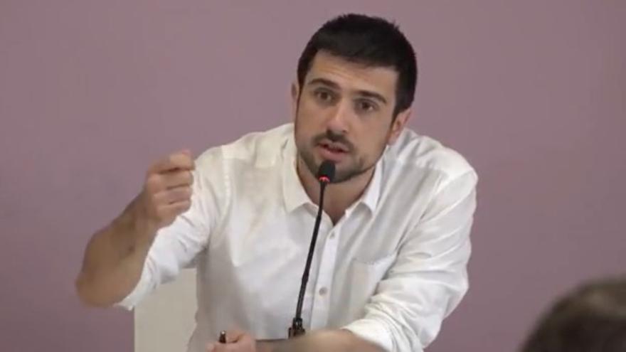 Ramón Espinar, durante la rueda de prensa sobre la compraventa de una vivienda protegida