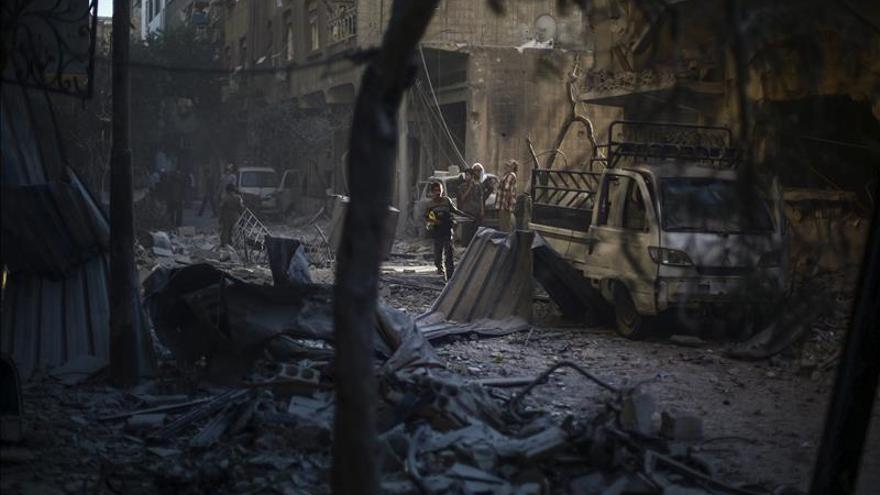 """El EI asesina a cinco hombres en Siria acusados de """"espiar"""" para el régimen"""