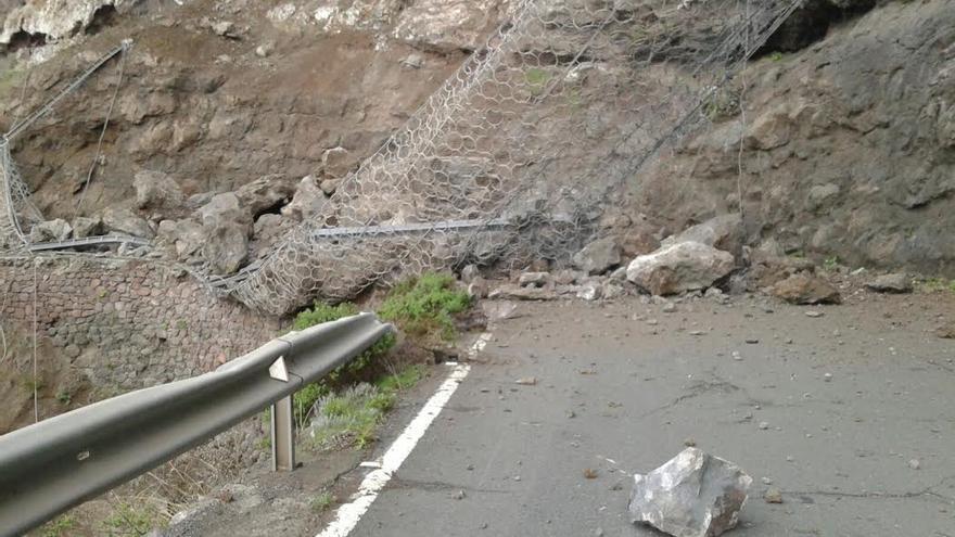 Desprendimiento de la malla de la carretera de La Aldea de San Nicolás