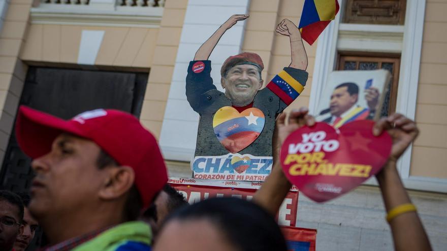 Chávez, ausente de Venezuela, sigue presente en las calles del país