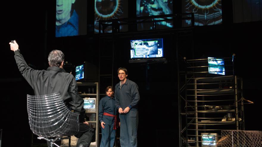 O'Brien (Luis Rallo), Alberto Berzal (Wiston Smith) y Cristina Arranz (Julia)