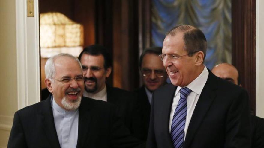 """Rusia dice que Irán será """"sin falta"""" parte de los esfuerzos para el arreglo en Siria"""