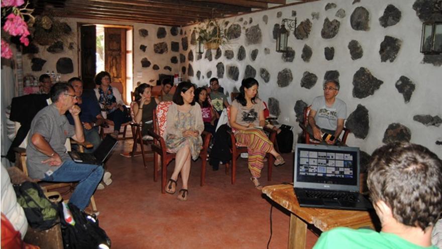 Una de las sesiones del workshop  en Casa Los Melindros, en Fuencaliente.