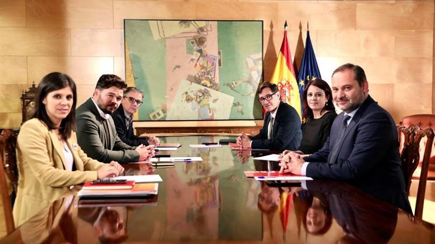 PSOE y ERC se reúnen para preparar su encuentro de este martes