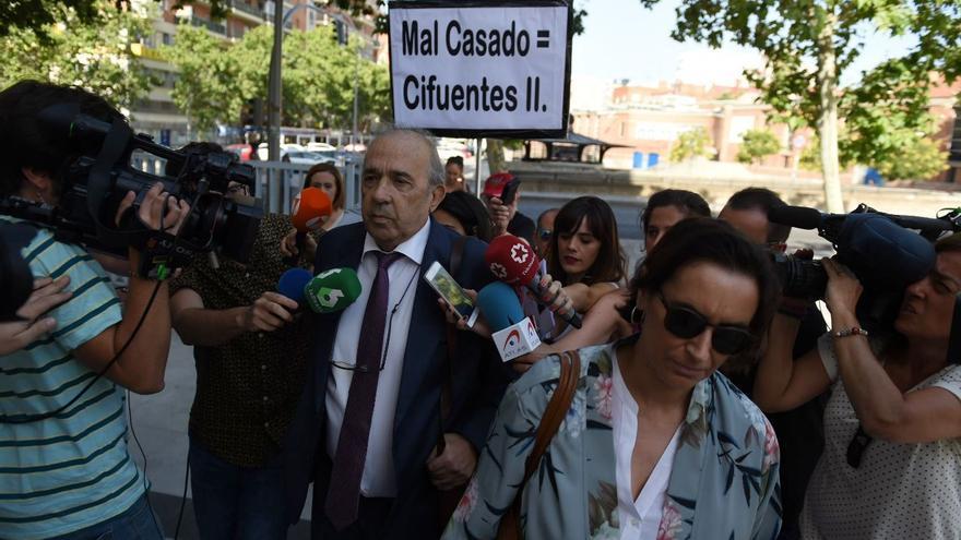 Enrique Álvarez Conde, responsable del máster de Cifuentes, llega a declarar como investigado a los juzgados de Plaza Castilla / Foto: Álvaro Minguito