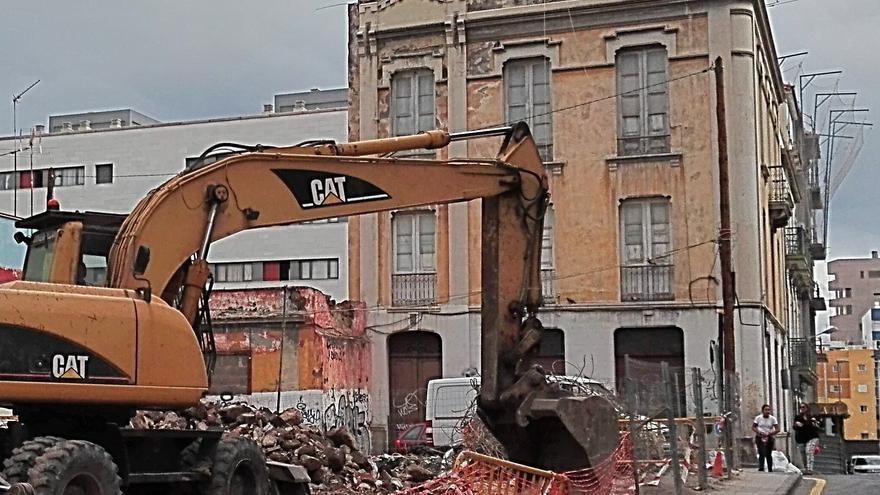 Edificio en pie y que el Cabildo quiere proteger ubicado en la manzana de Miraflores afectada por las tres últimas demoliciones, en Santa Cruz