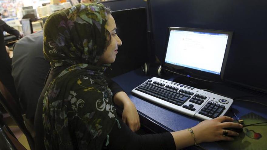 Nace el primer café-biblioteca para hispanohablantes en Irán