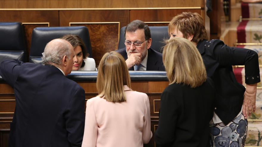 Jorge Fernández Díaz, Soraya Sáenz de Santamaría, Mariano Rajoy, Ana Pastor, Fátima Báñez y Celia Villalobos, en la constitución del Congreso, el 19 de julio de 2016.