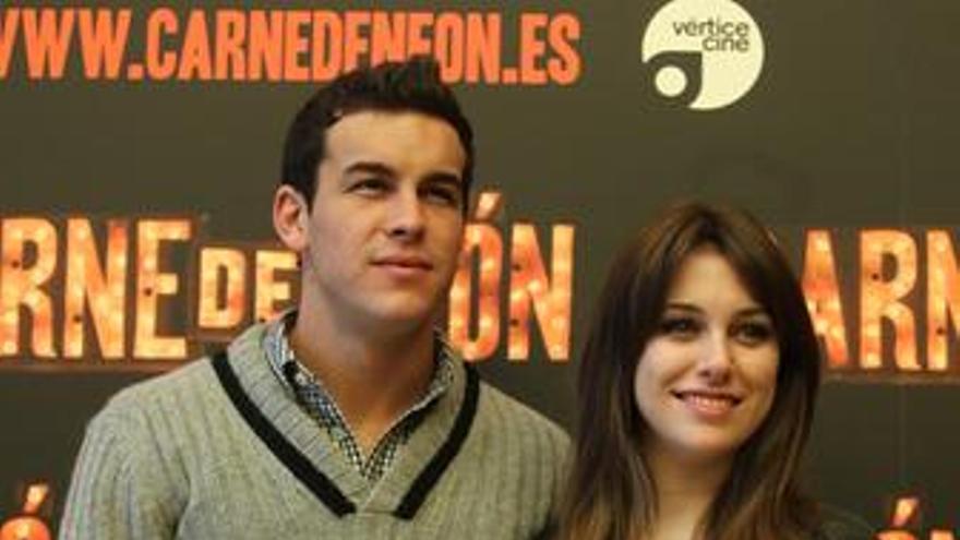 Mario Casas y Blanca Suárez en Carne de Neón