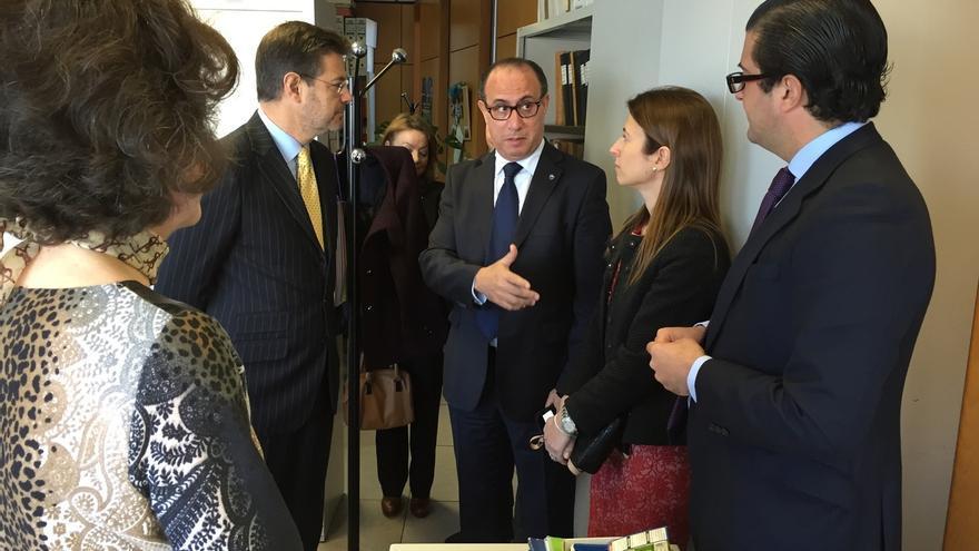 """Catalá subraya que la nueva Ley de Seguridad Ciudadana busca que no haya """"zona de sombra"""" en la actuación en valla"""