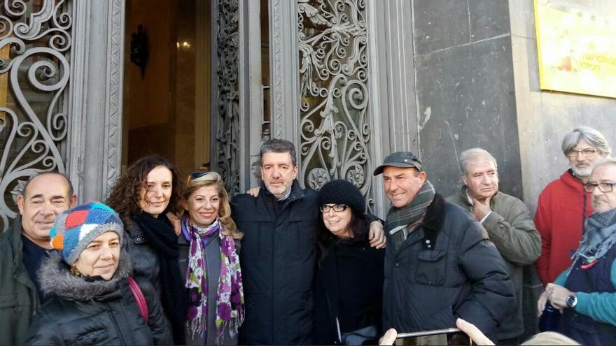 Representantes de los tres sindicatos que participan en el encierro en el Ministerio de Educación