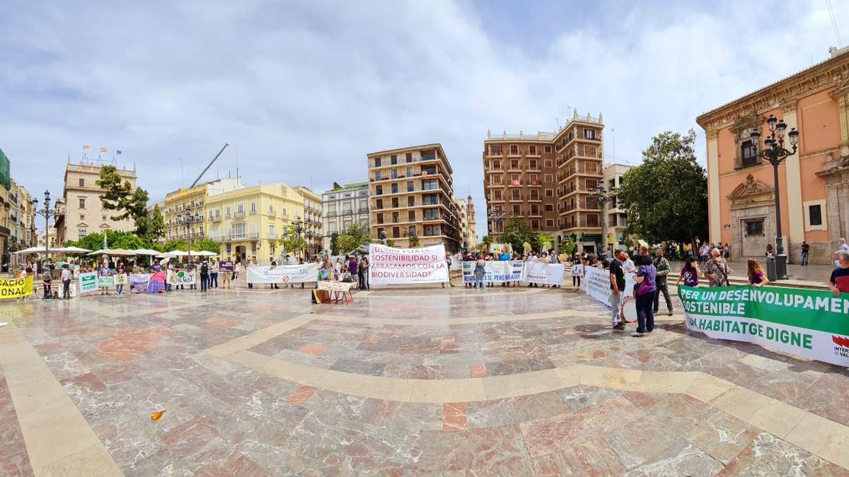 Representantes de diferentes colectivos que han participado en la presentación de la plataforma este sábado en València.