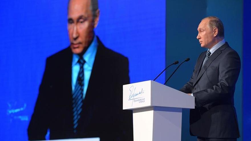 Putin nombra a un nuevo ministro de Economía para sustituir al detenido Uliukáev