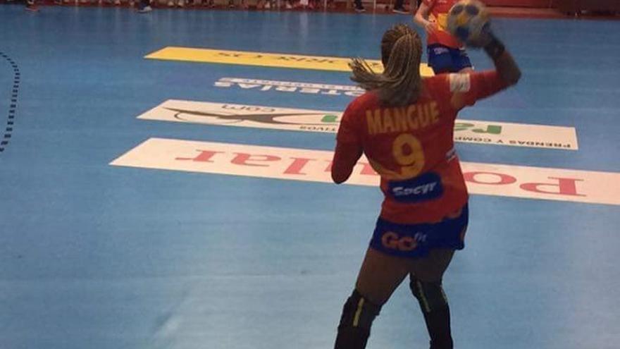 La jugadora de Balonmano Marta Mangué (Foto Twitter @MangueOficial)