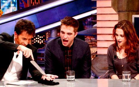 Robert Pattinson se bebe la sangre de Pablo Motos en 'El Hormiguero'