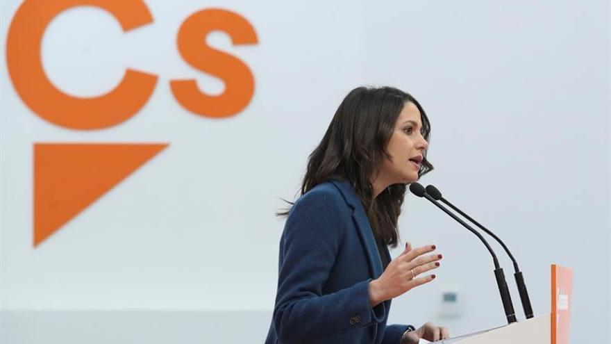 Ciudadanos y PSOE se citan el miércoles para hablar de la reforma electoral
