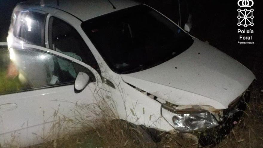 Dos heridos en una salida de vía de un vehículo que había sido previamente inmovilizado en Cadreita