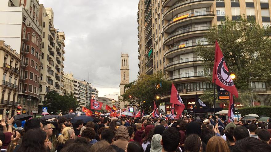 Un momento de la manifestación antifascista del 9 d'Octubre en Valencia