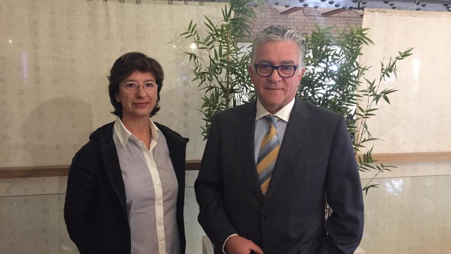 El doctor Agustín Navarro y la doctora Amparo Navea