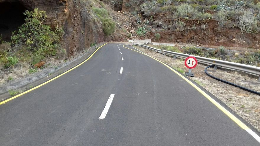 Tramo de la carretera LP-102 (Martín Luis-Bajamar, en Puntallana) que fue afectado por un grave desprendimiento de rocas en abril de 2017 y sera