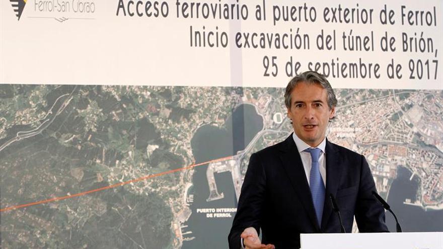 """De la Serna, abierto a """"las reuniones que sean necesarias"""" sobre el puerto de A Coruña"""